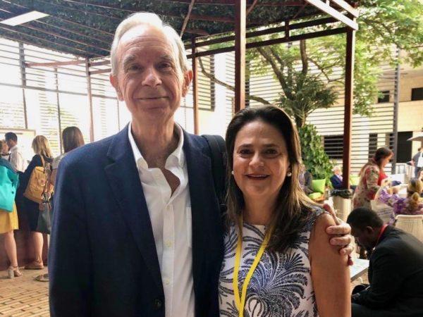 Álvaro Marchesi y Ángela Gardeazábal, directora de la Fundación SM en Colombia, en el foro.