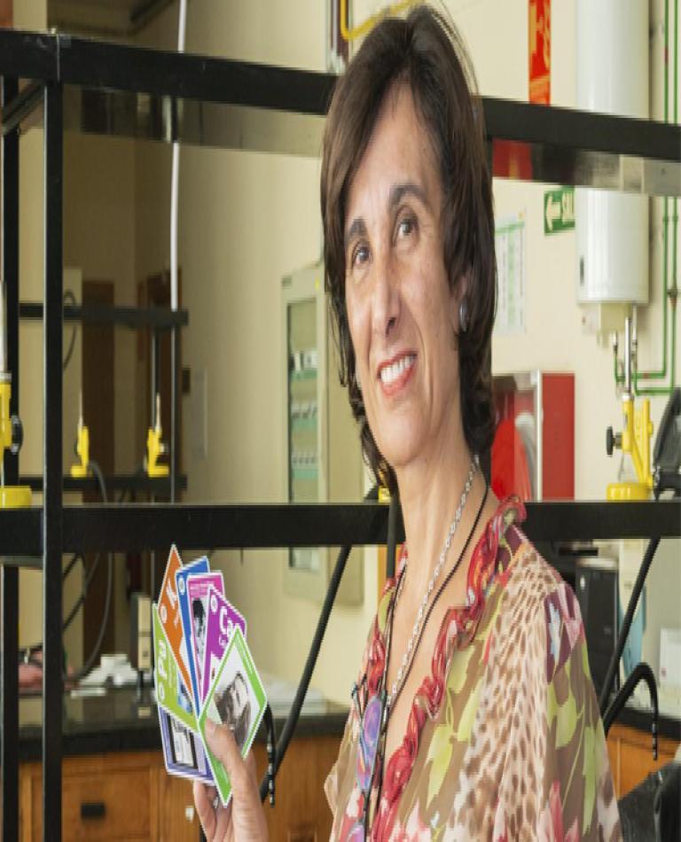 Carmen Arribas, cocreadora de la baraja de la tabla periódica