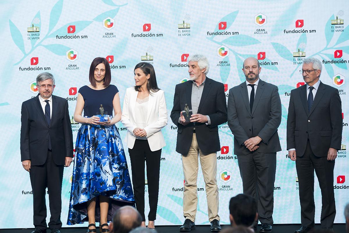 Los ganadores, Beatriz Osés y Andrés Guerrero, con las principales autoridades